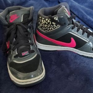 Nike Sneaker (barely used)